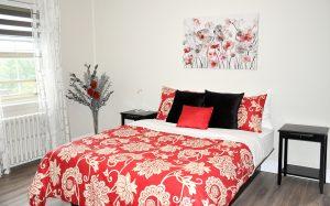 Chambre 214, lit queen et divan lit